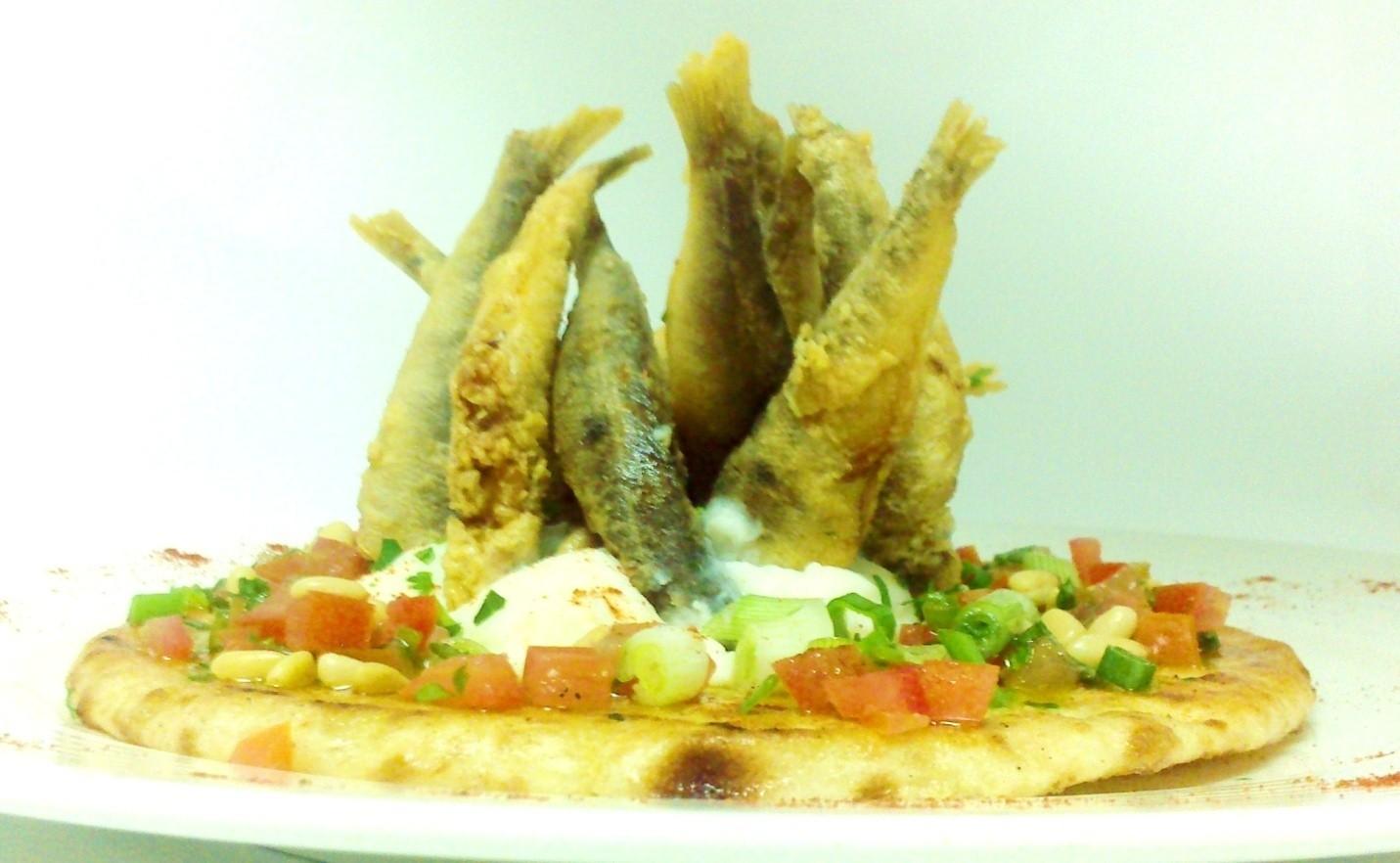 Μαρίδα τηγανιτή με σκορδαλιά σε ελληνική πίττα | Σάββας Σάββα | Anthia.net